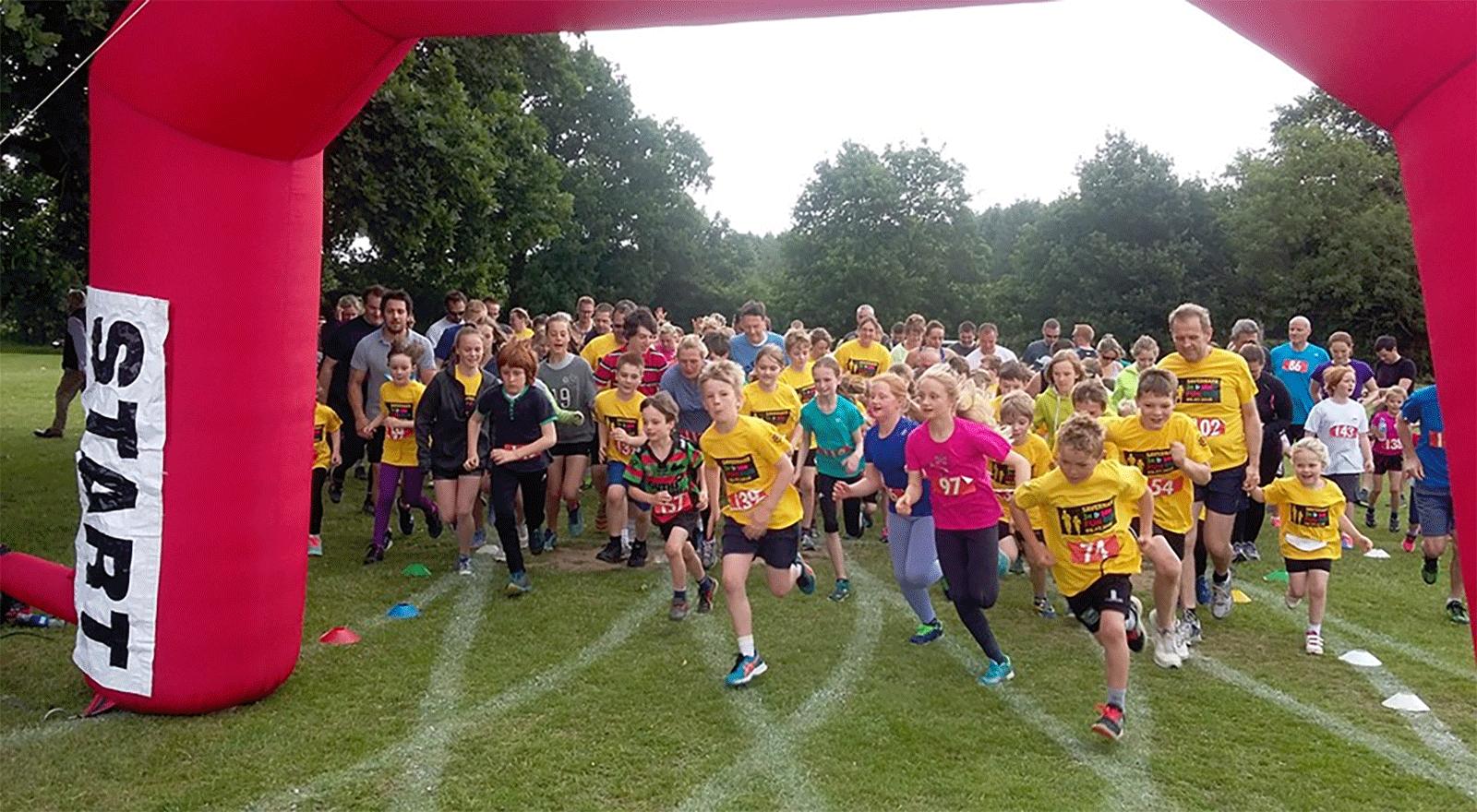Everyone starting the fun run 2016